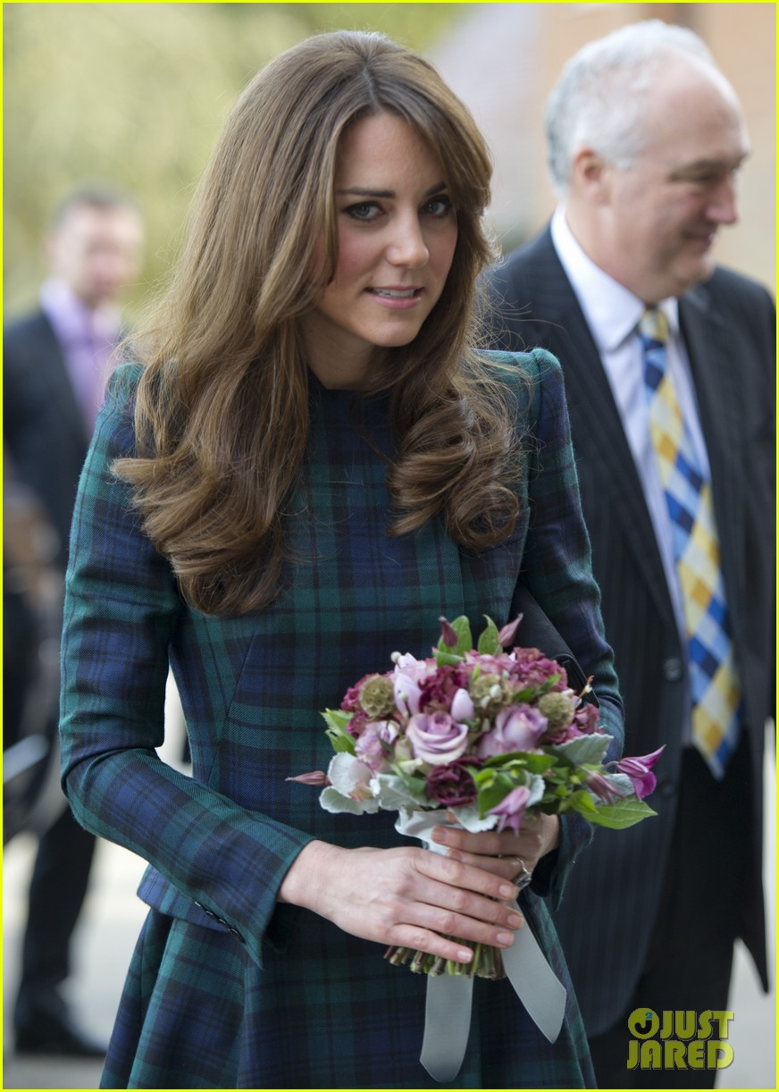 duchess kate st andrews school visit 01