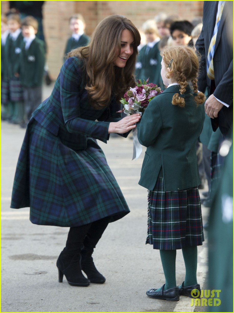 duchess kate st andrews school visit 032766747