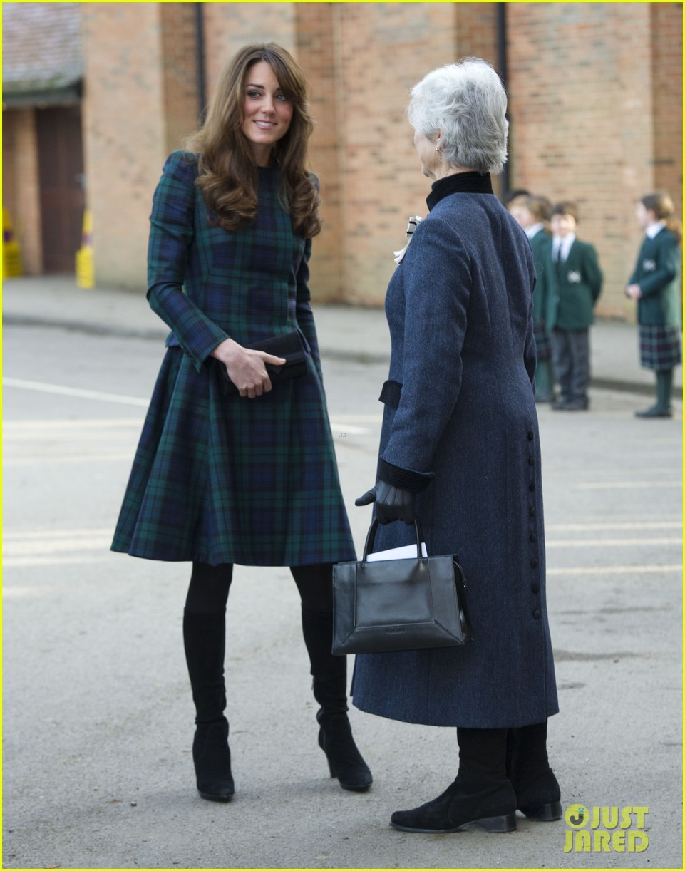duchess kate st andrews school visit 04