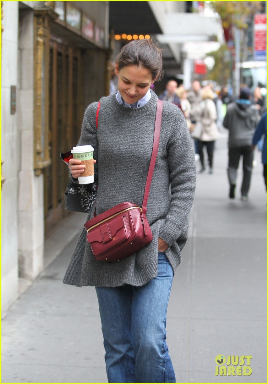 katie holmes really thrilled for dead accounts 032749485