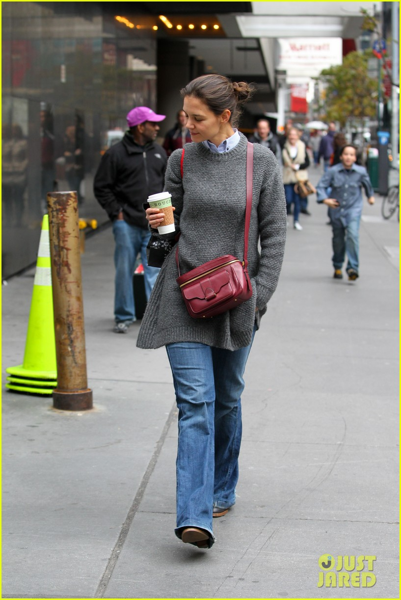 katie holmes really thrilled for dead accounts 092749491