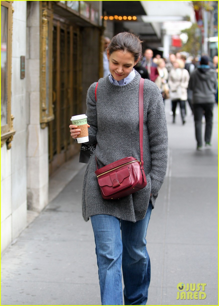 katie holmes really thrilled for dead accounts 142749496