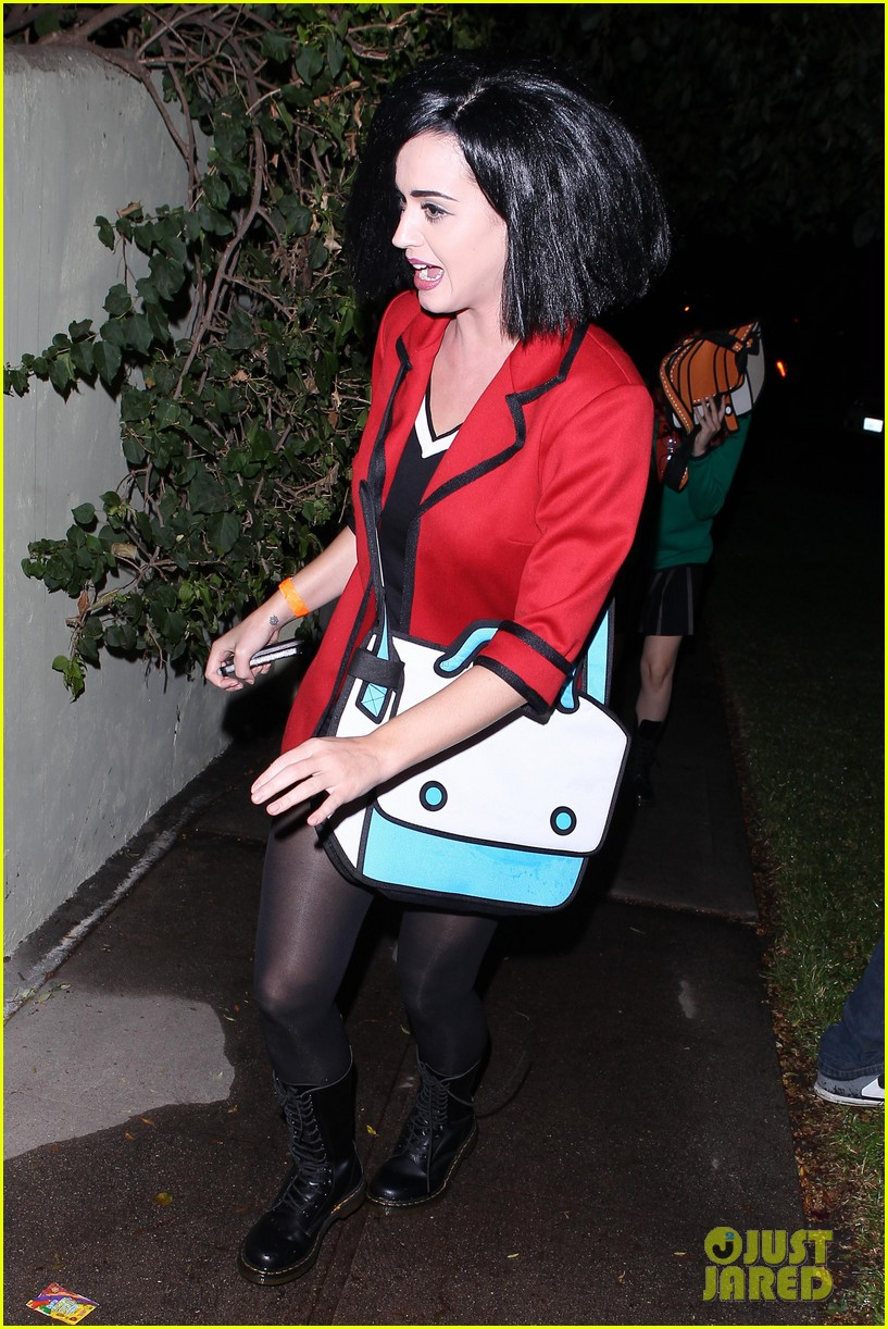 katy perry emma roberts hollywood forever cemetary halloween party 05