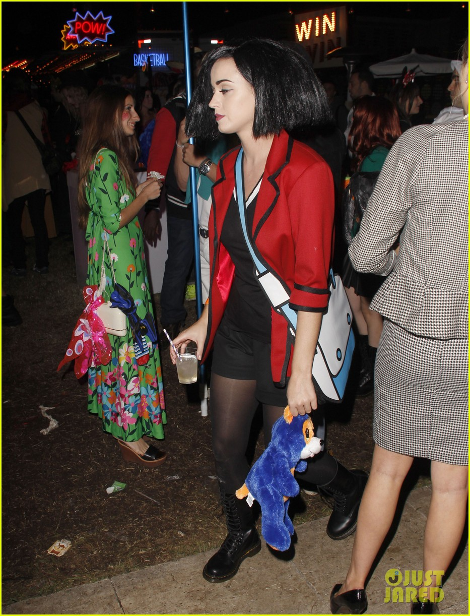 katy perry emma roberts hollywood forever cemetary halloween party 102749405