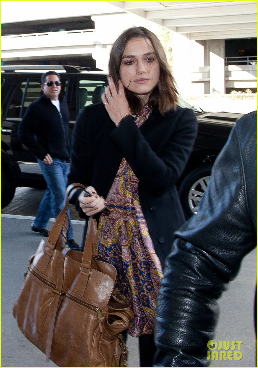 keira knightley i feel immense pressure to look a certain way 032755319