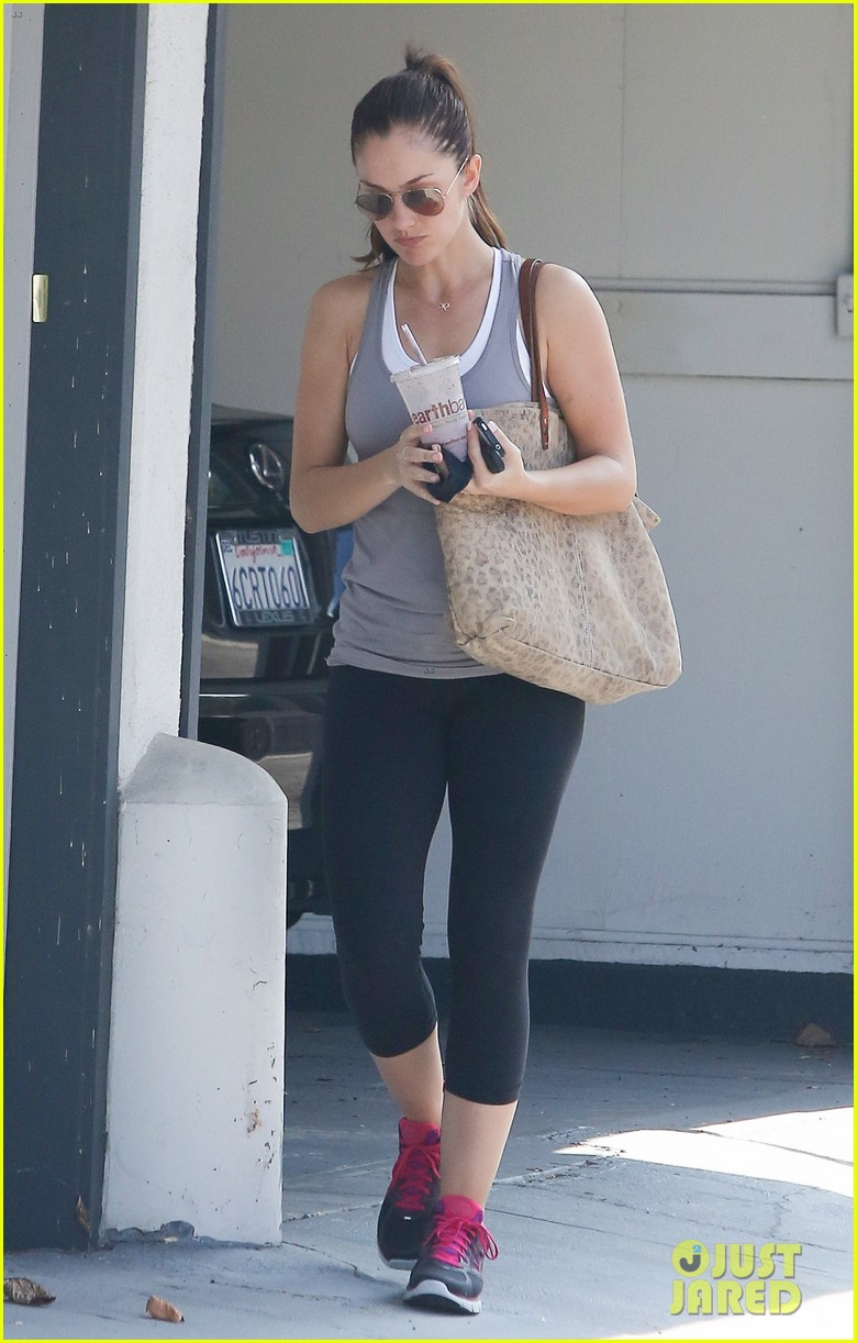 minka kelly smoothie to go 10