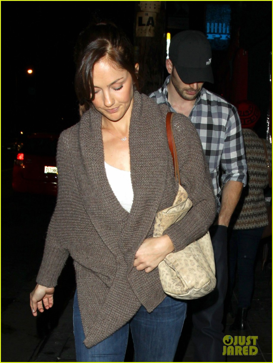 minka kelly chris evans sushi stop dinner date 02