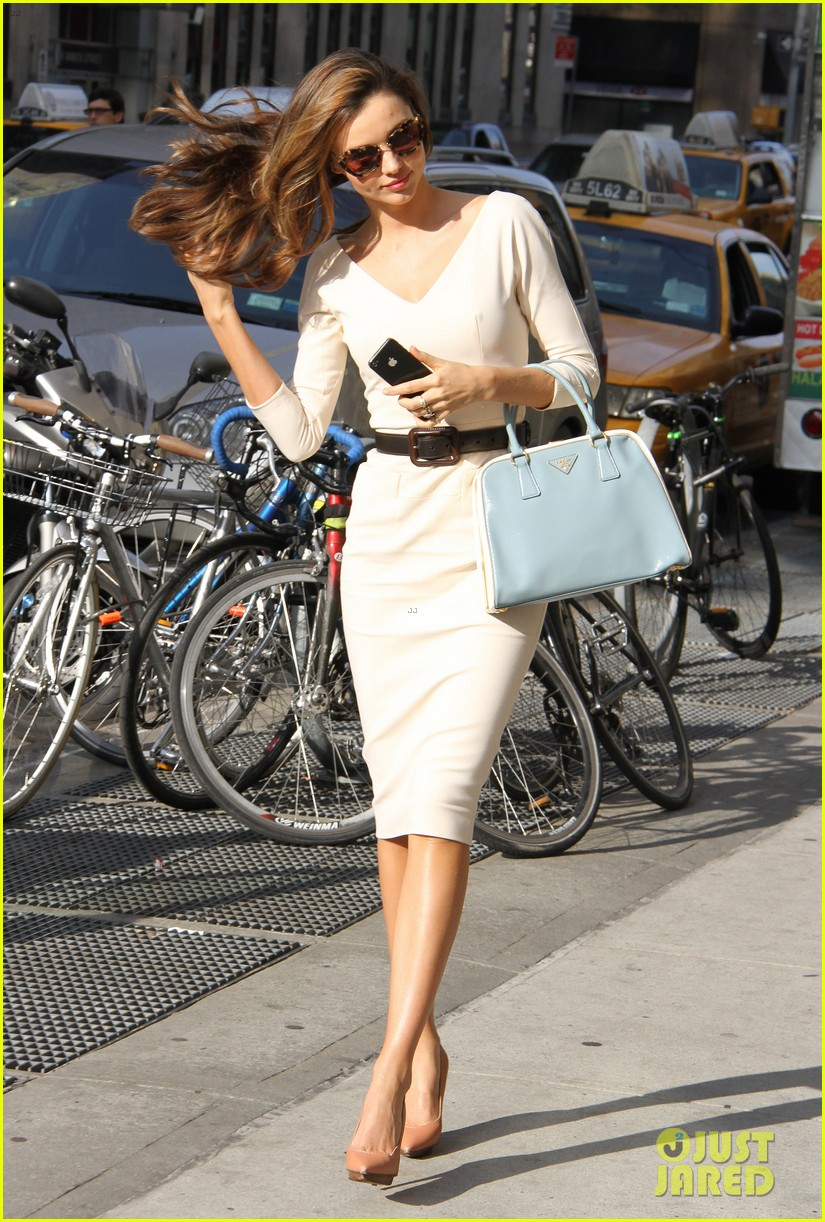 miranda kerr vogue office visit 11