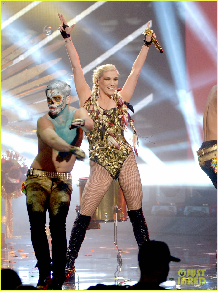 kesha amas performance 01