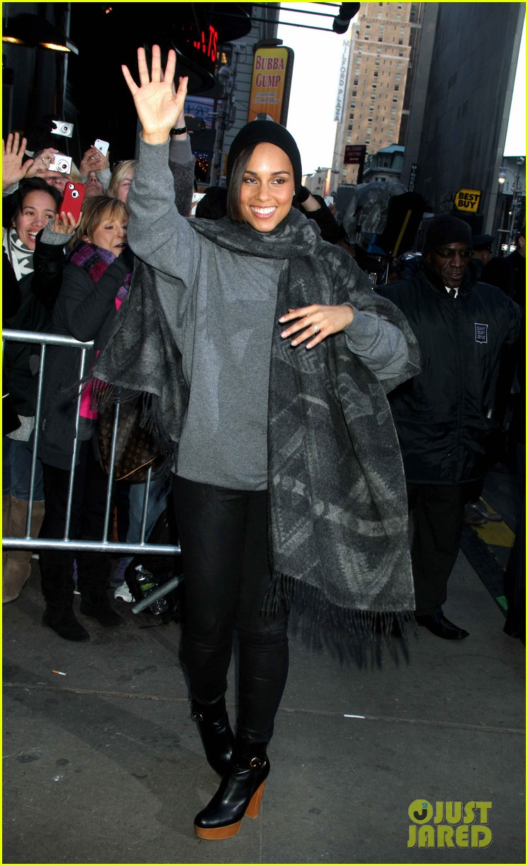 alicia keys lights the empire state building 012764490