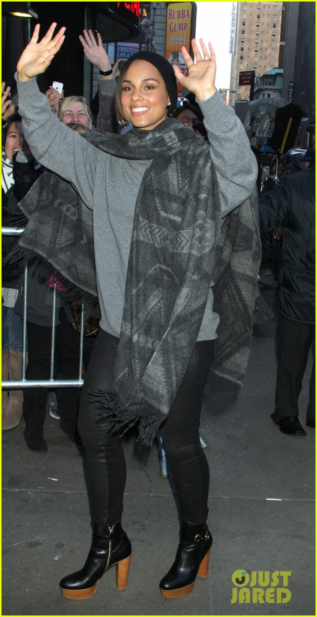 alicia keys lights the empire state building 082764497