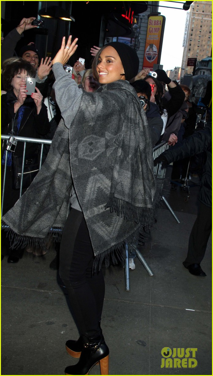 alicia keys lights the empire state building 102764499