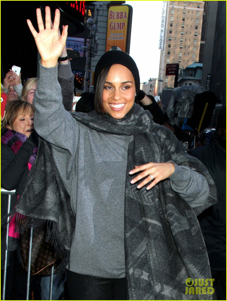 alicia keys lights the empire state building 122764501