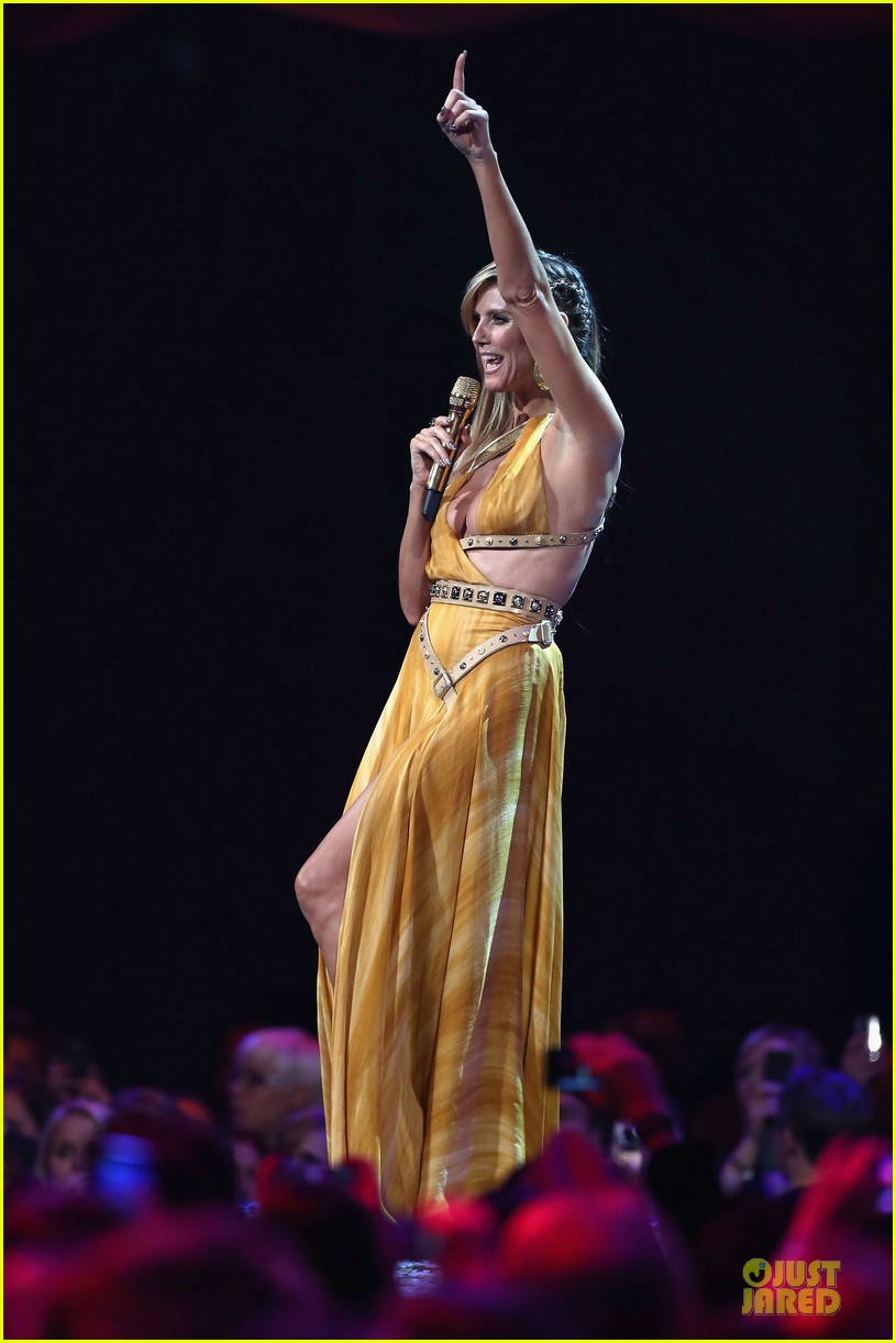 heidi klum mtv emas hosting duties 16