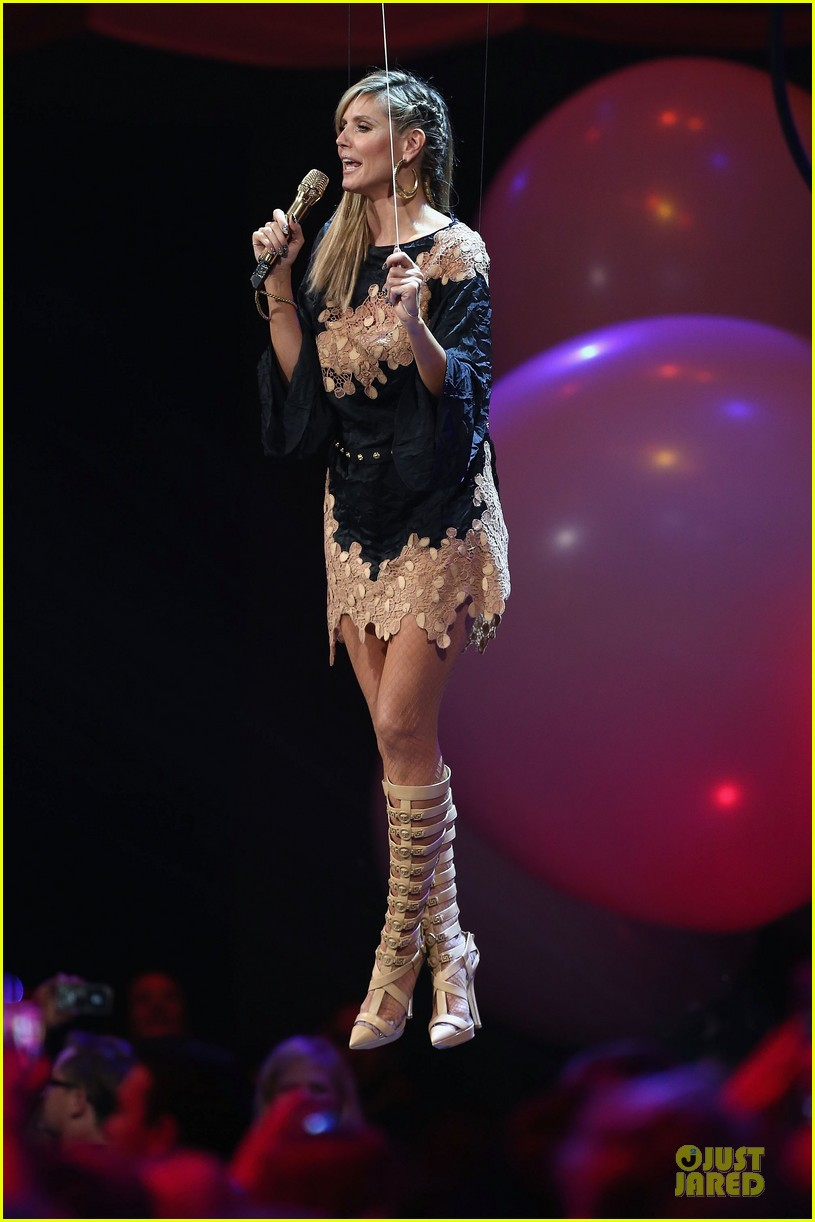 heidi klum mtv emas hosting duties 20