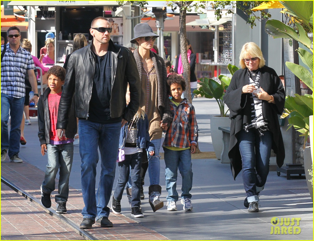 heidi klum holiday shopping at the grove 102762872