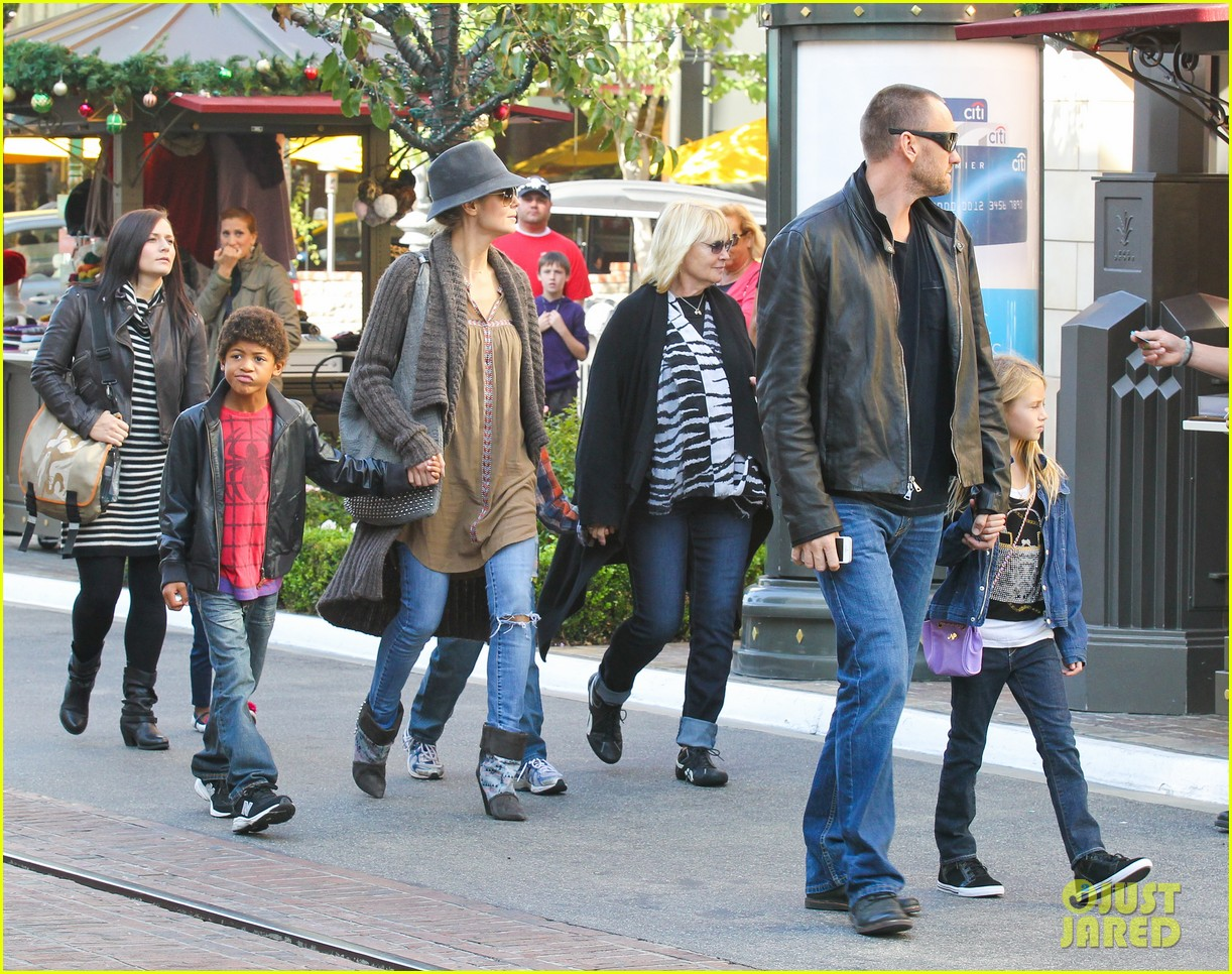heidi klum holiday shopping at the grove 11