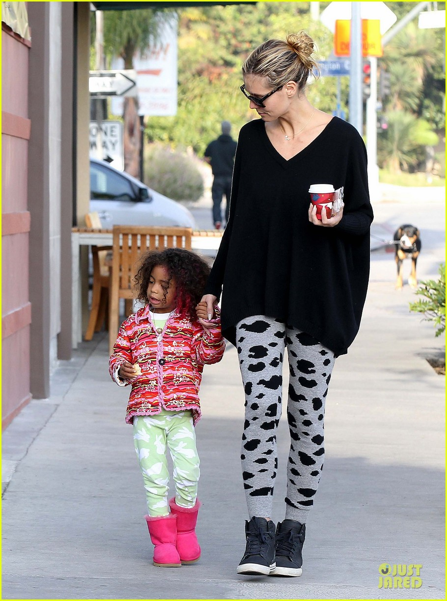 heidi klum lunch stop with the kids 142764000