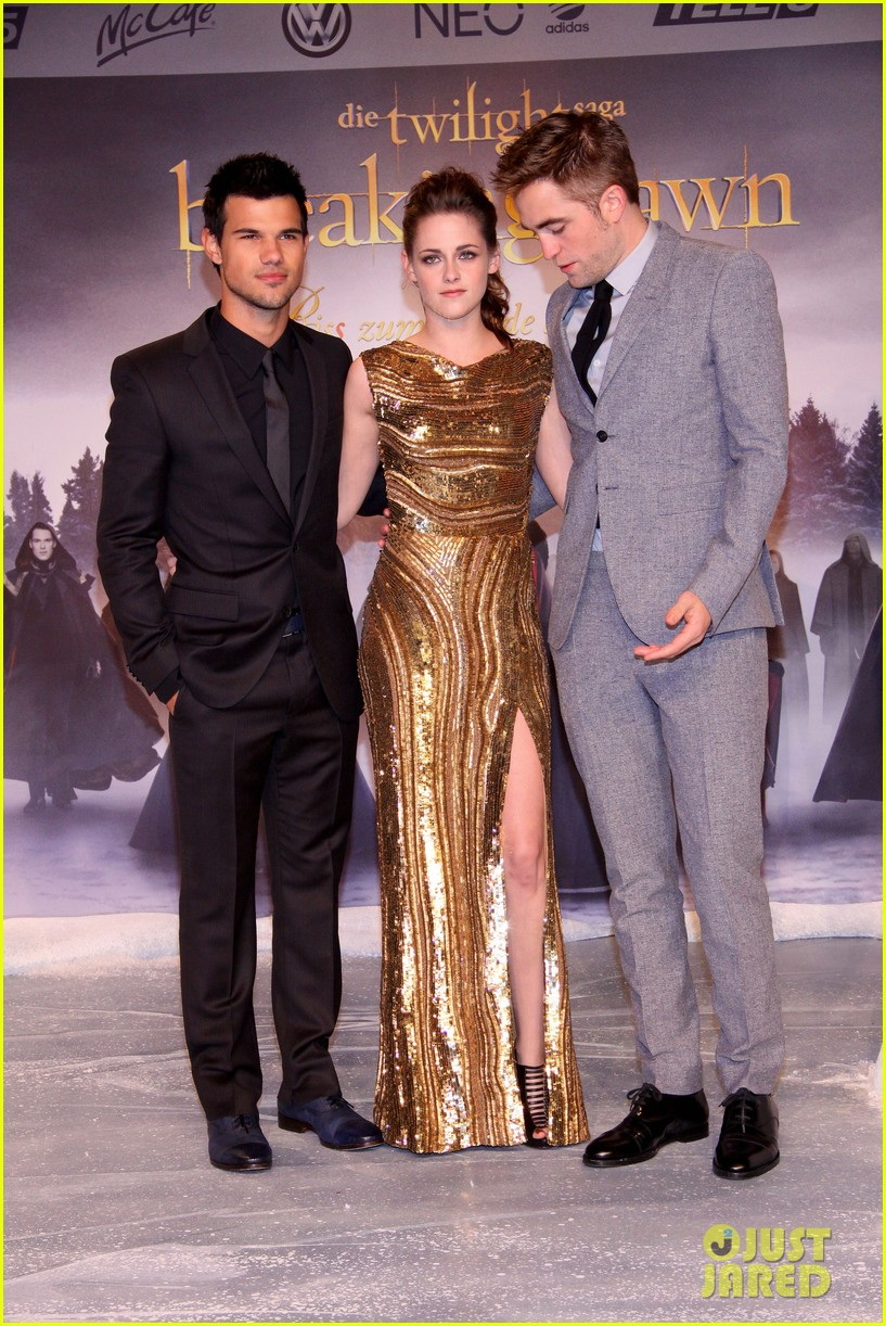 kristen stewart robert pattinson breaking dawn berlin premiere 01