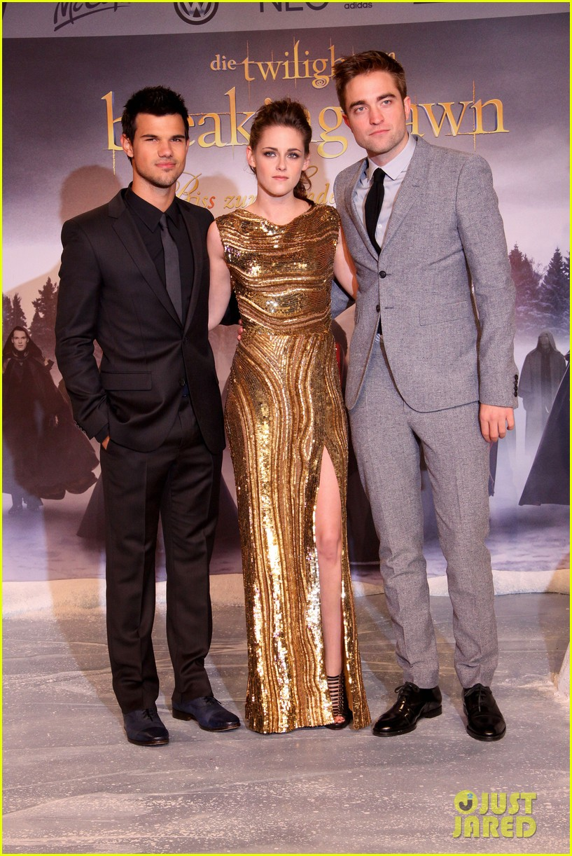 kristen stewart robert pattinson breaking dawn berlin premiere 082759023