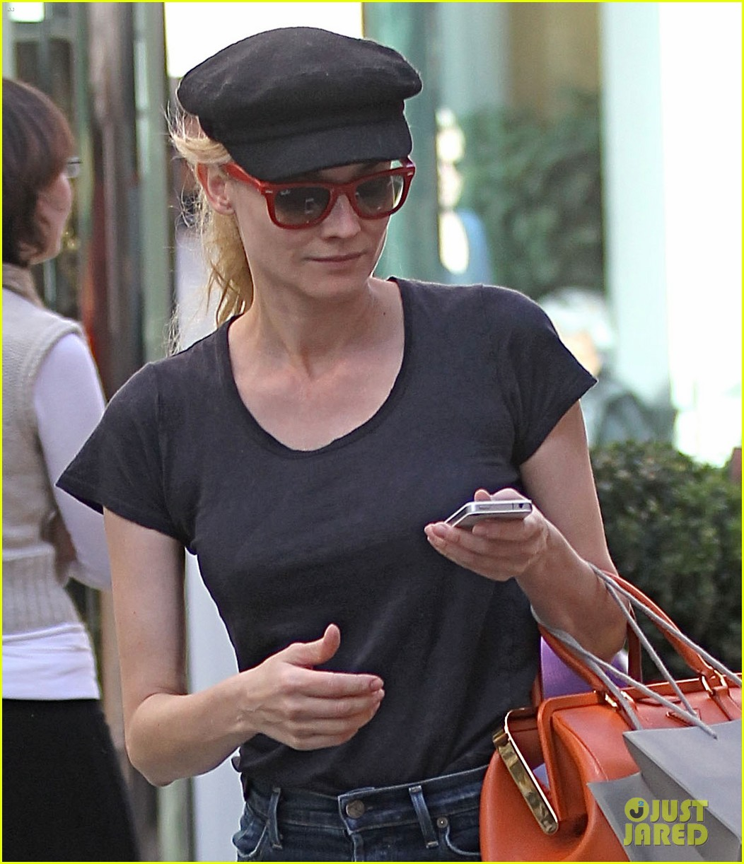 diane kruger holiday shopping at the grove 04
