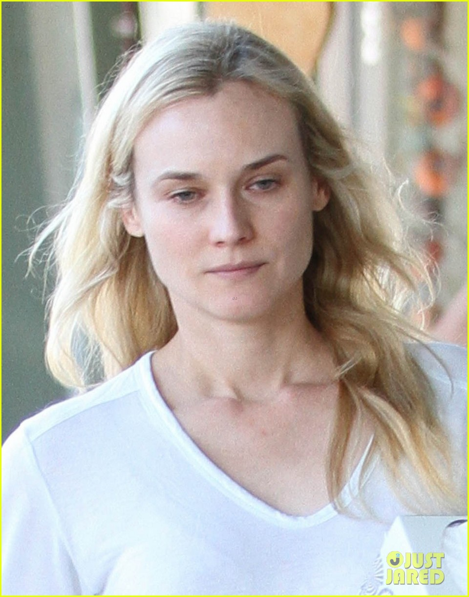 diane kruger walks with her tissue box 032751527