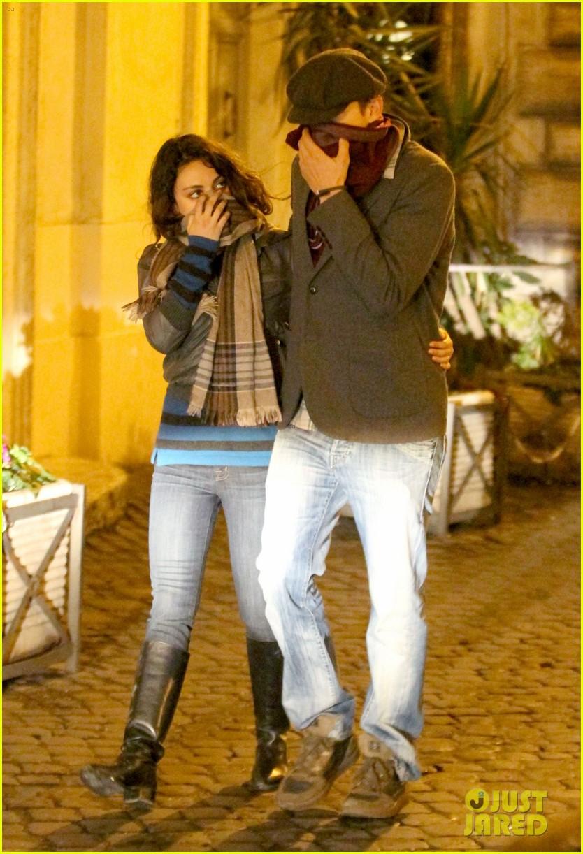 mila kunis ashton kutcher romantic rome dinner date 032760831