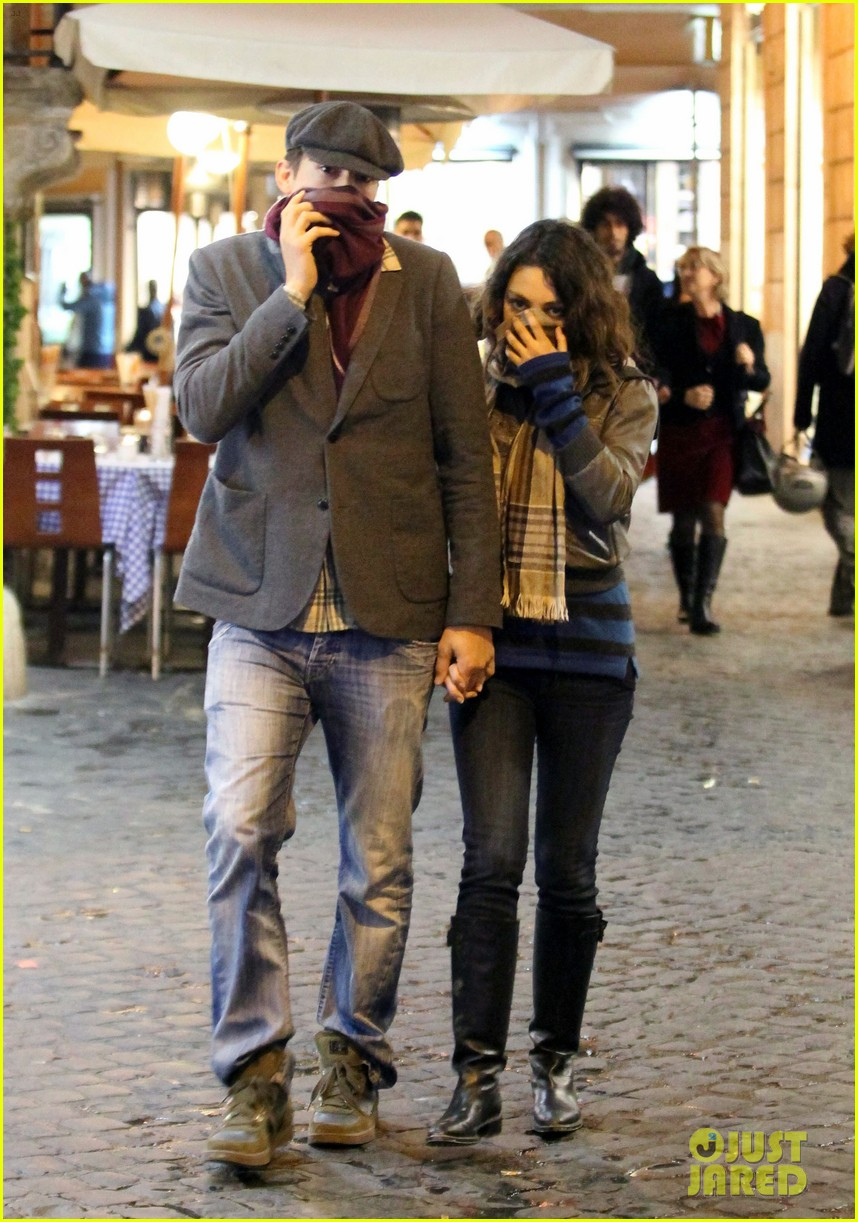 mila kunis ashton kutcher romantic rome dinner date 05