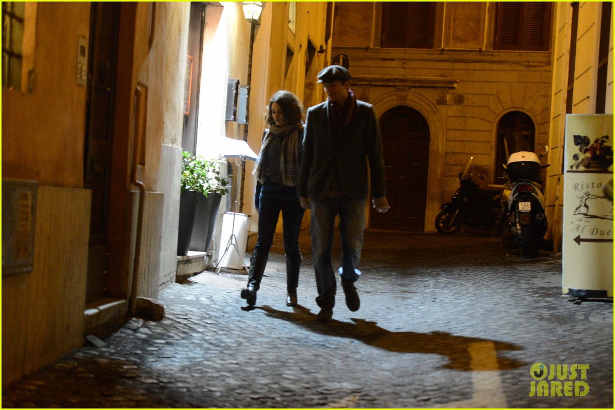 mila kunis ashton kutcher romantic rome dinner date 142760842