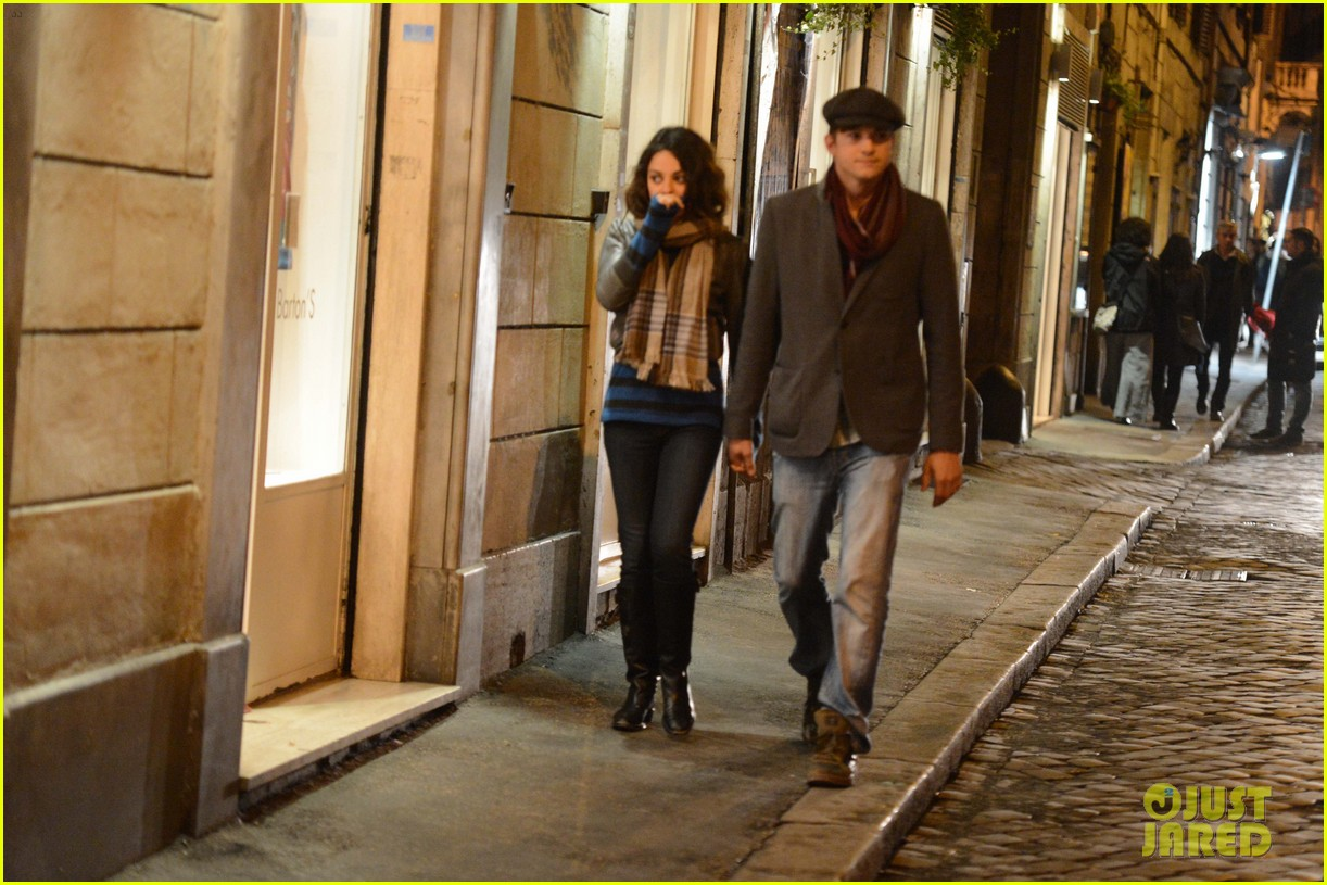 mila kunis ashton kutcher romantic rome dinner date 162760844