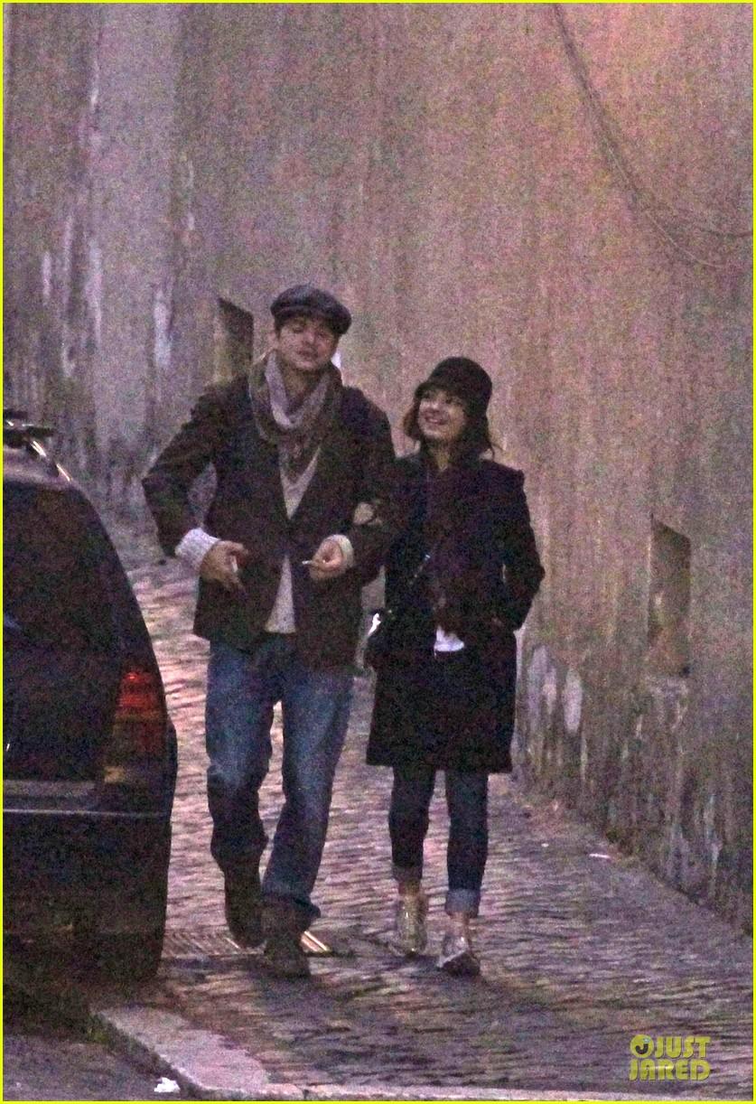 mila kunis romantic stroll in rome 012763707