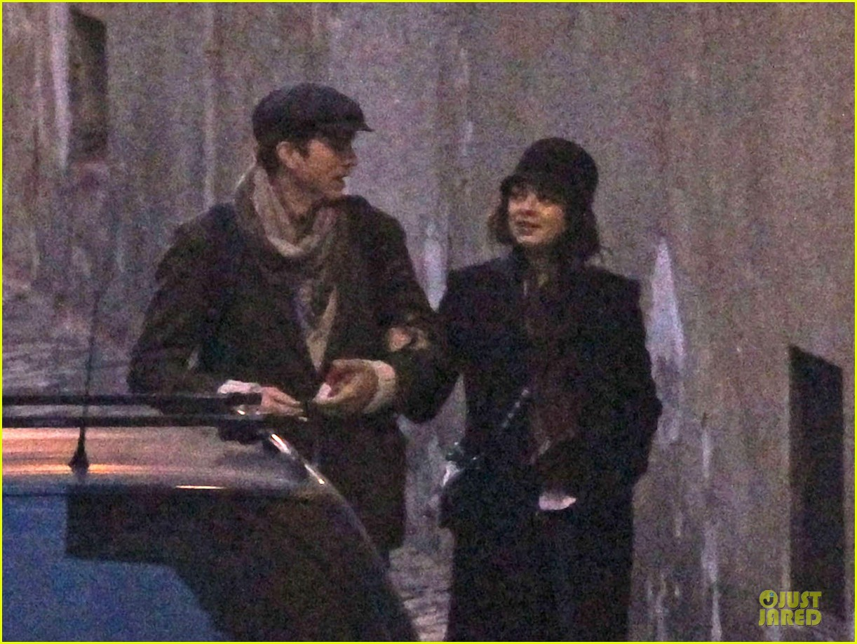 mila kunis romantic stroll in rome 022763708