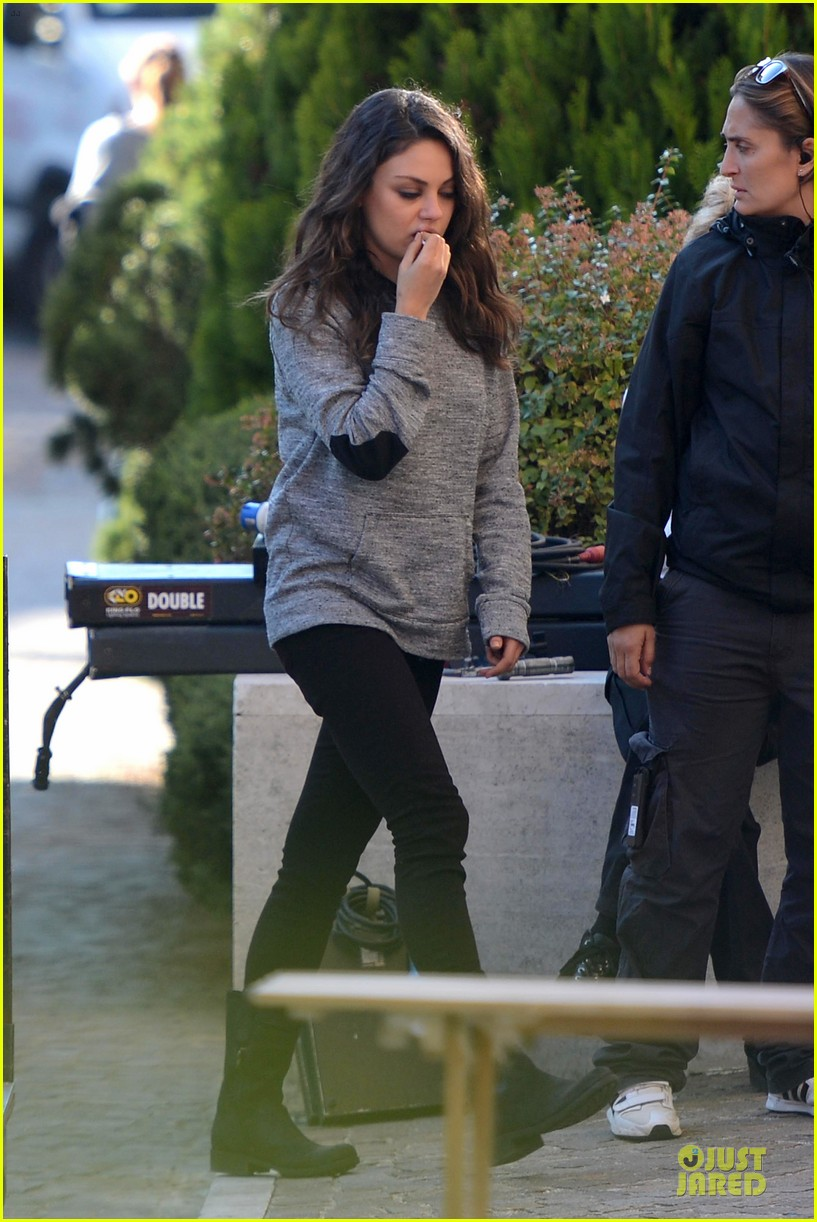 mila kunis teeth cleaning on third person set 012759257