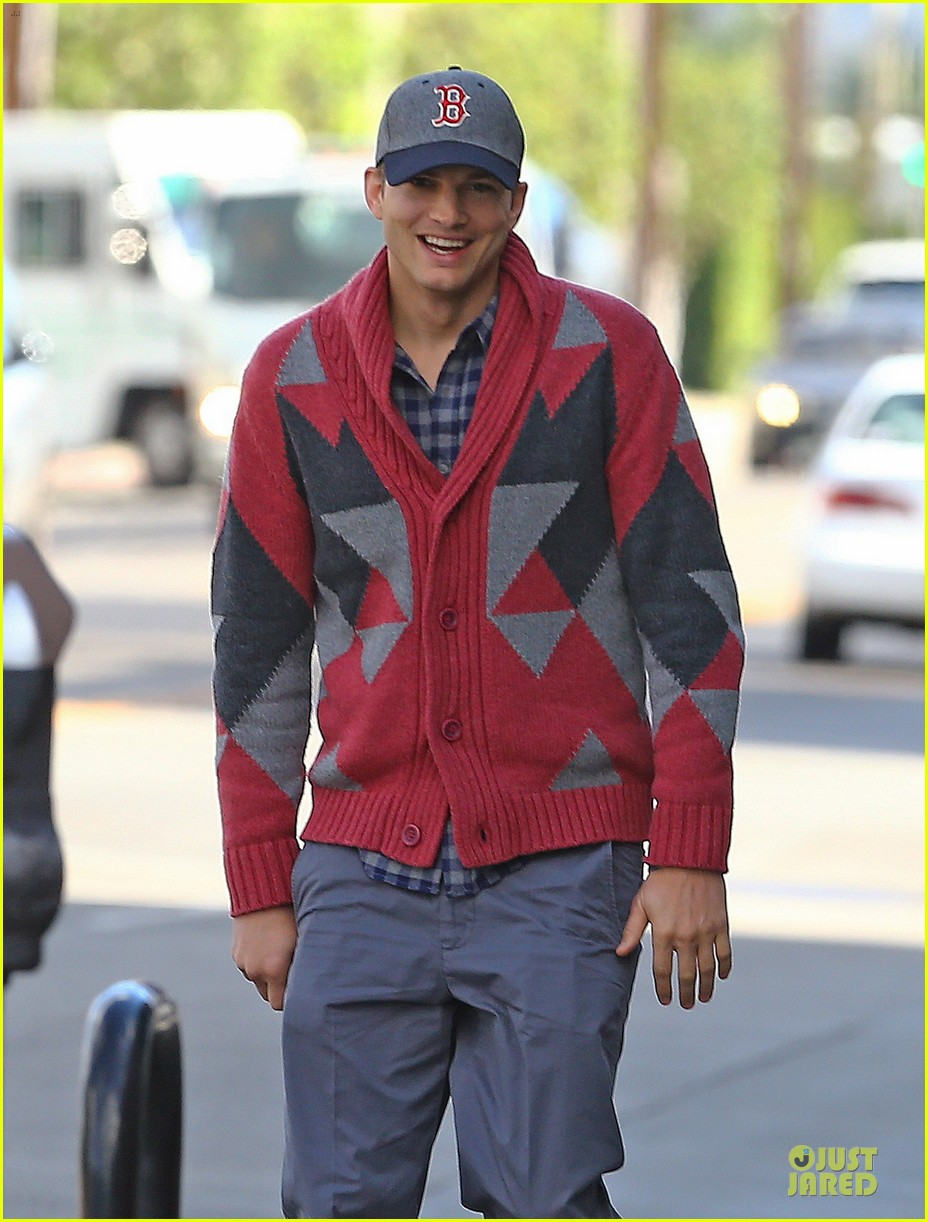 ashton kutcher new two and a half men love interest 022754307