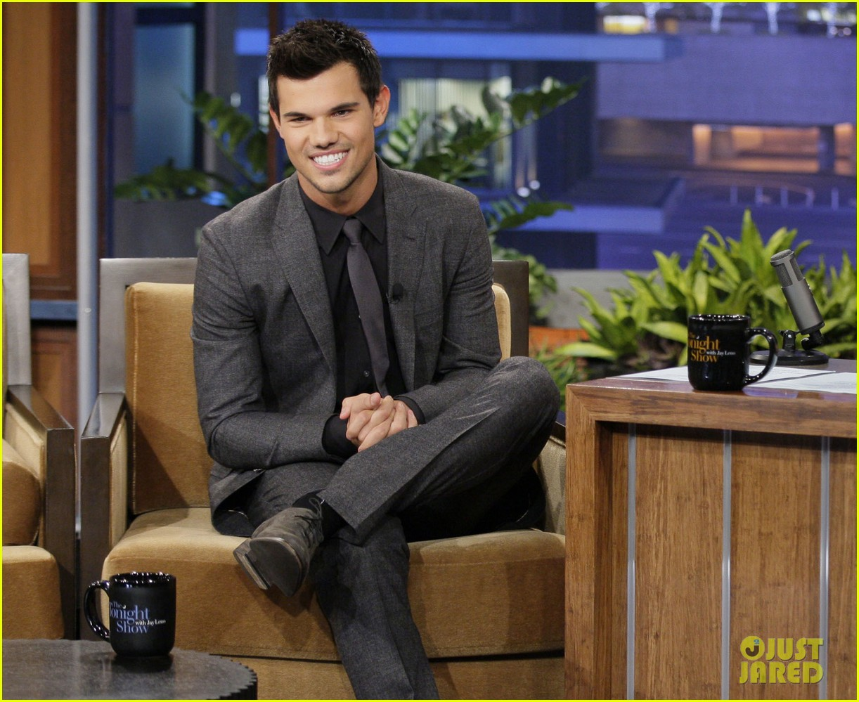 taylor lautner tonight show appearance 042749419