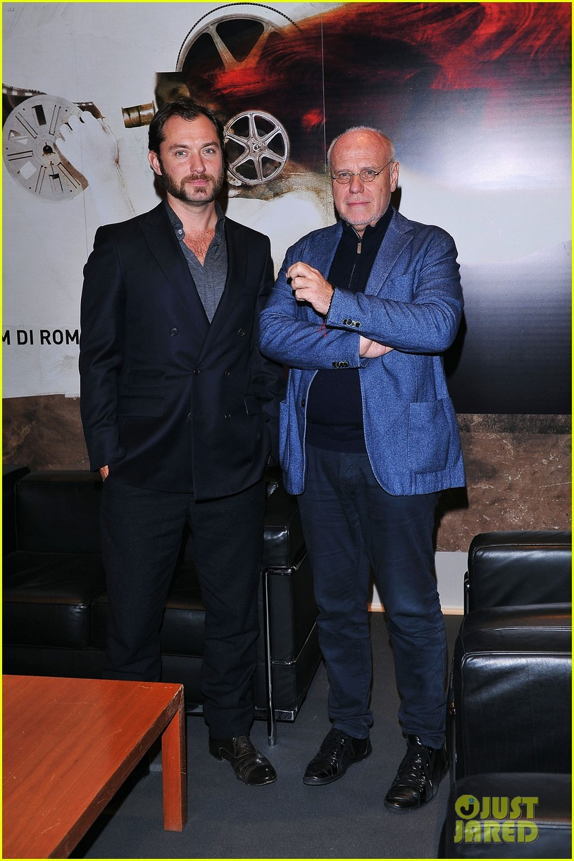 jude law meets the press at rome film festival 012755047