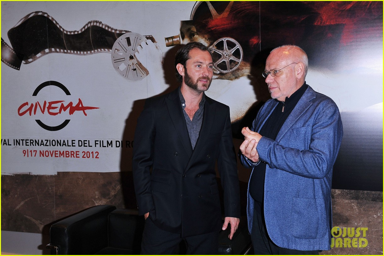 jude law meets the press at rome film festival 07