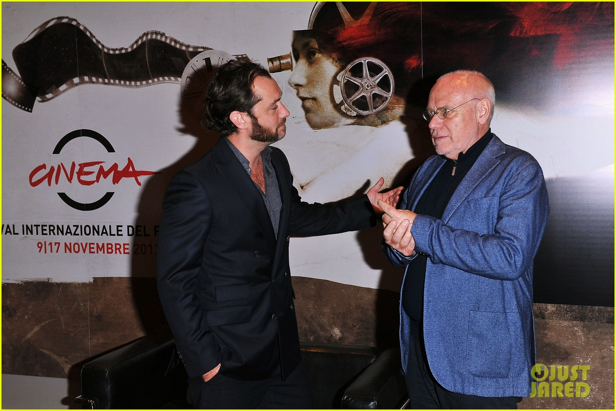 jude law meets the press at rome film festival 082755054