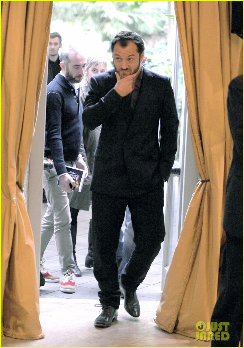 jude law meets the press at rome film festival 092755055