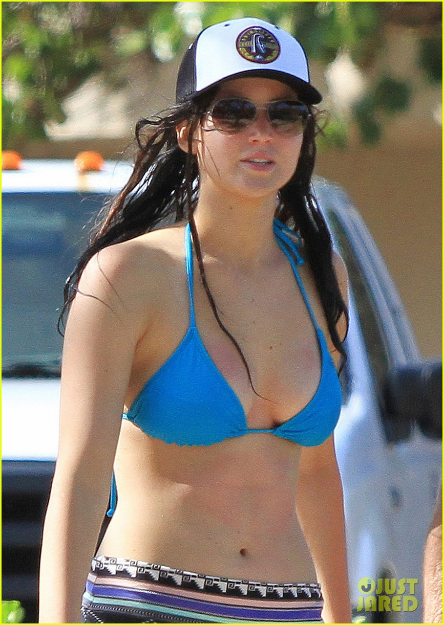 jennifer lawrence bikini babe in hawaii 02