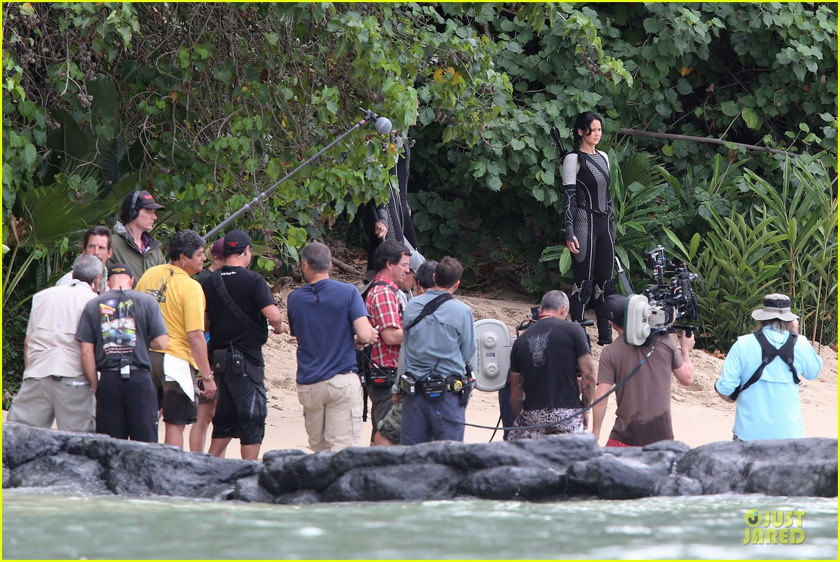 jennifer lawrence fish eating on hunger games set 112765085