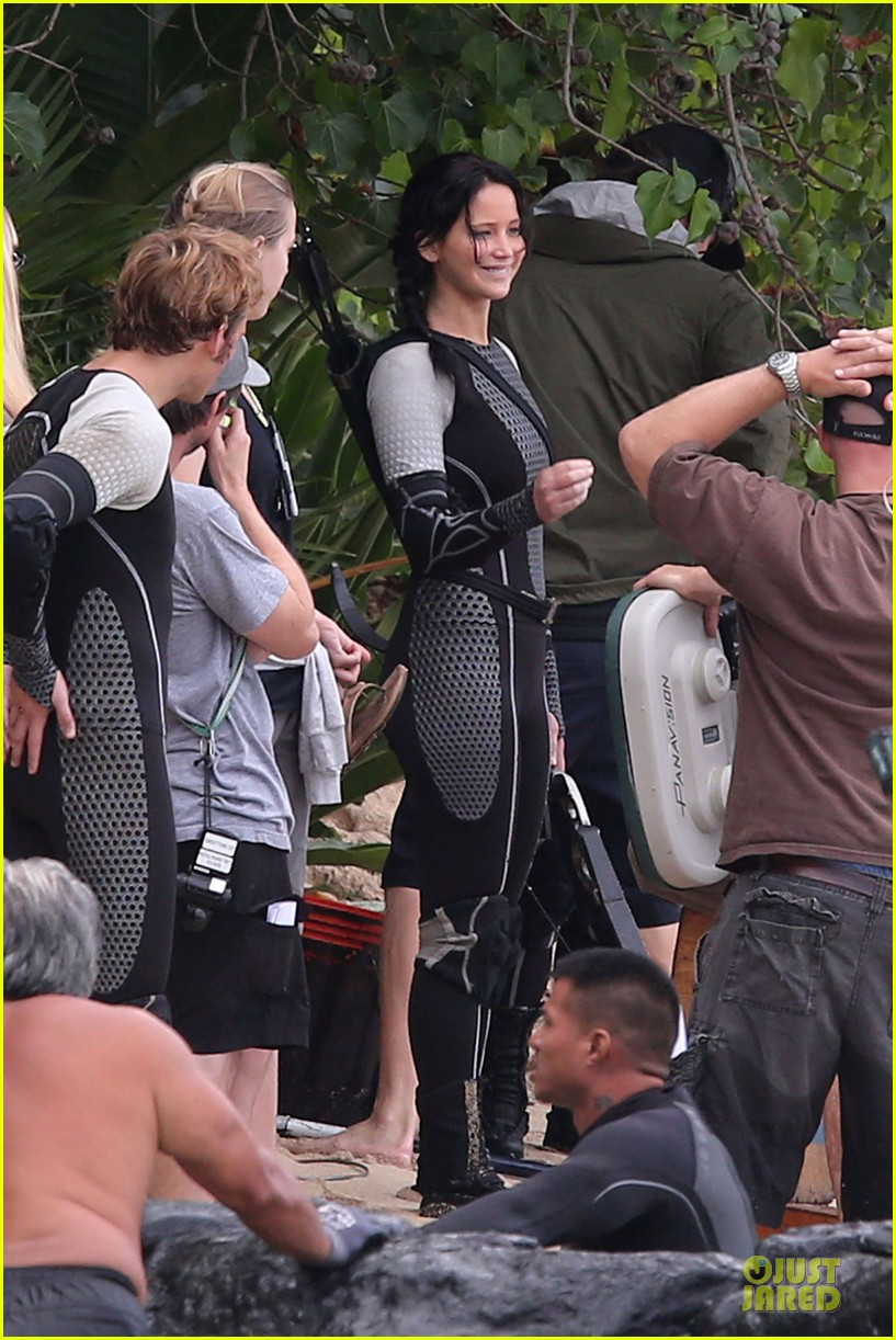 jennifer lawrence fish eating on hunger games set 122765086