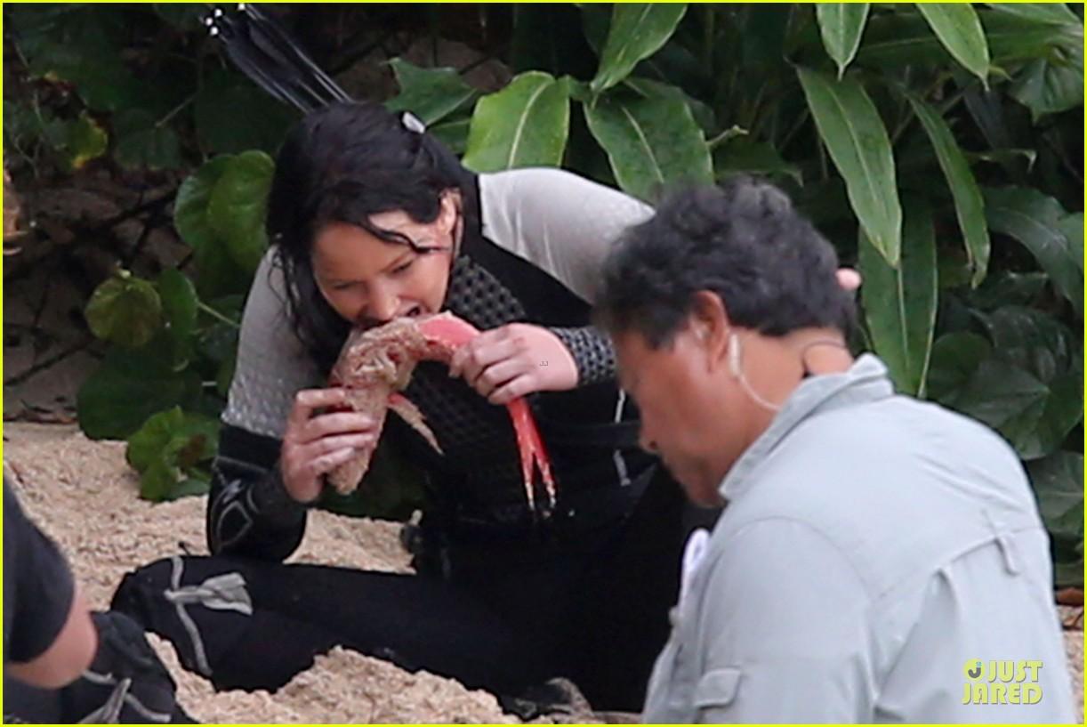 jennifer lawrence fish eating on hunger games set 132765087