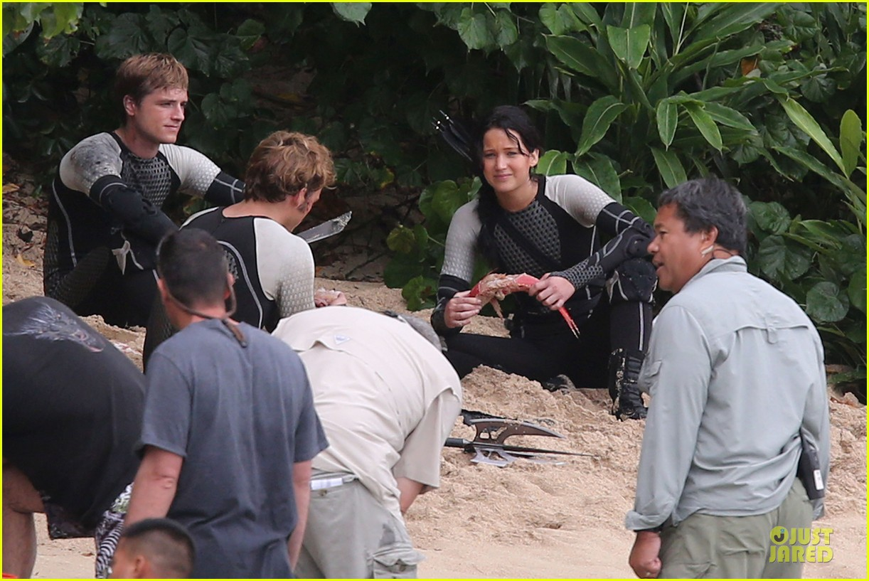jennifer lawrence fish eating on hunger games set 20