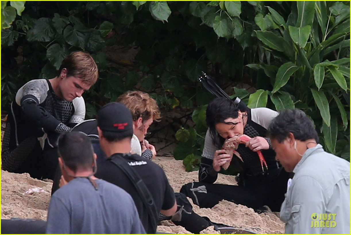 jennifer lawrence fish eating on hunger games set 222765096