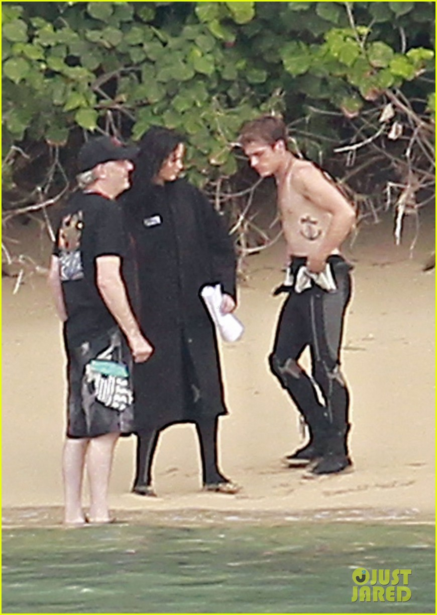 jennifer lawrence shirtless josh hutcherson catching fire sea scenes012766740