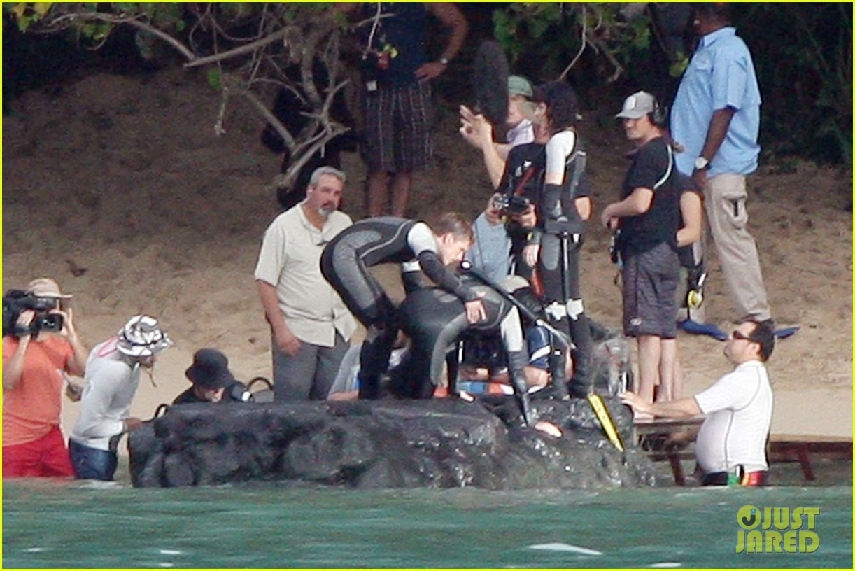 jennifer lawrence shirtless josh hutcherson catching fire sea scenes042766743