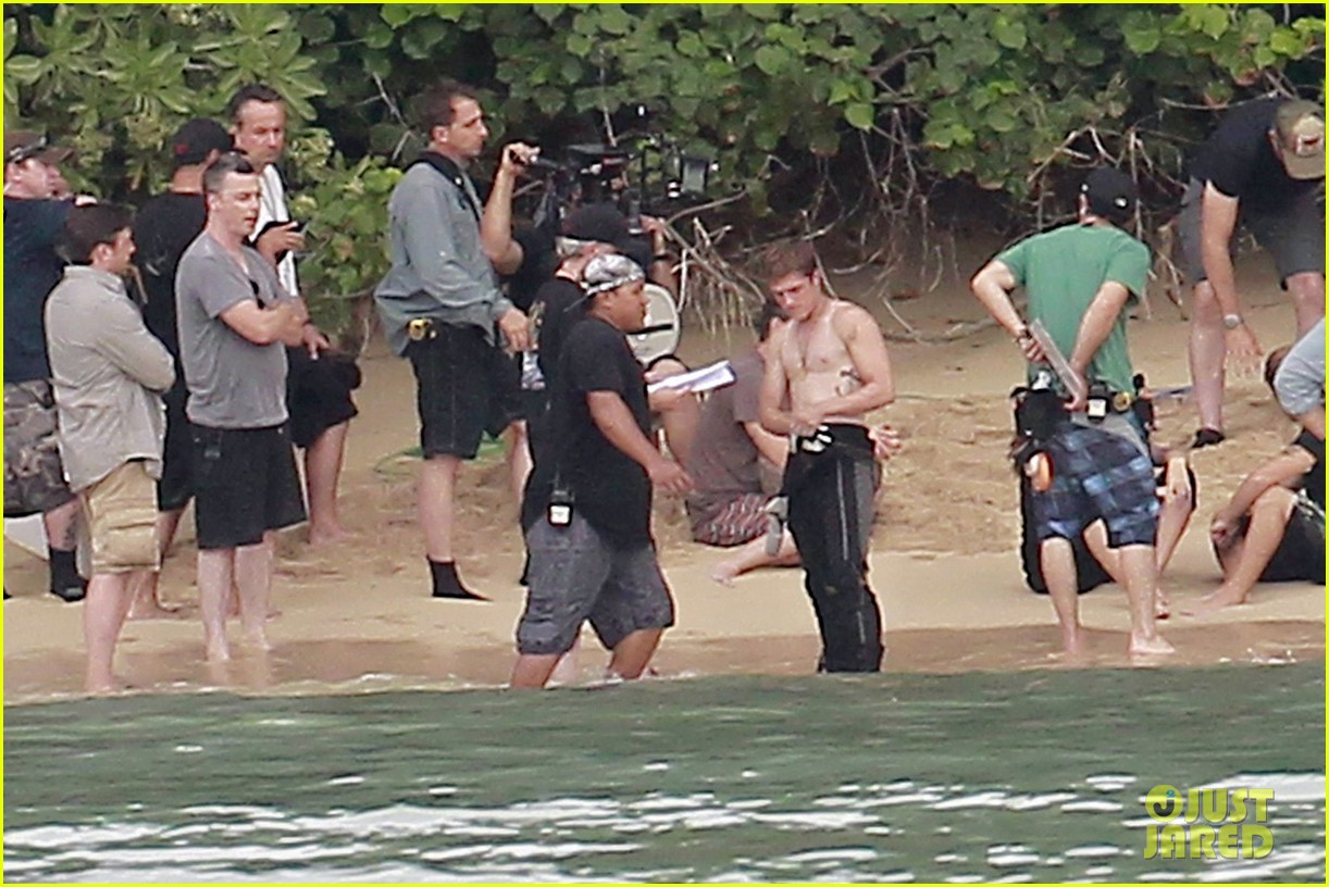 jennifer lawrence shirtless josh hutcherson catching fire sea scenes05