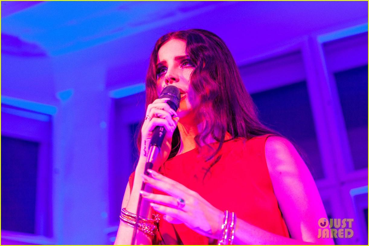 lana del rey hm berlin showroom concert 022761493