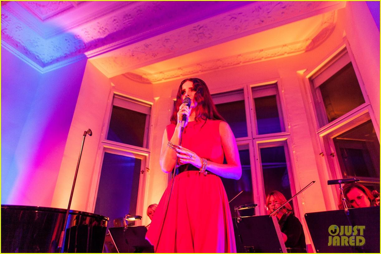 lana del rey hm berlin showroom concert 042761495